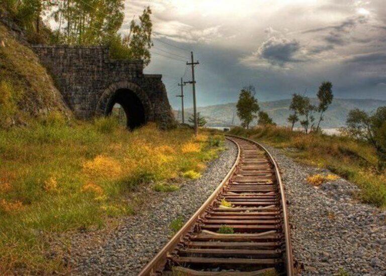 Какая ширина железнодорожной колеи в России и почему за границей она другая